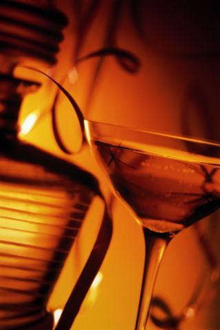 Крепкие спиртные напитки.  Крепкий алкоголь следует различать, прежде...