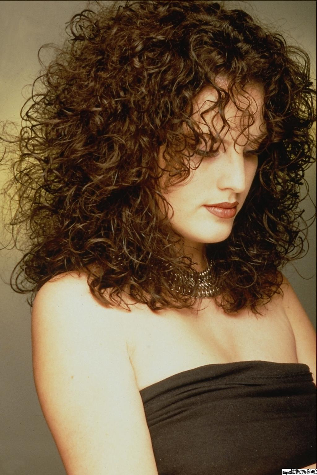 Фото стрижек для девушек для волнистых волос